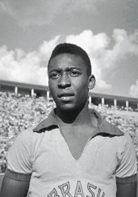 Pelé marcou seu milésimo gol em 19 de novembro de 1969, em sua 909ª partida
