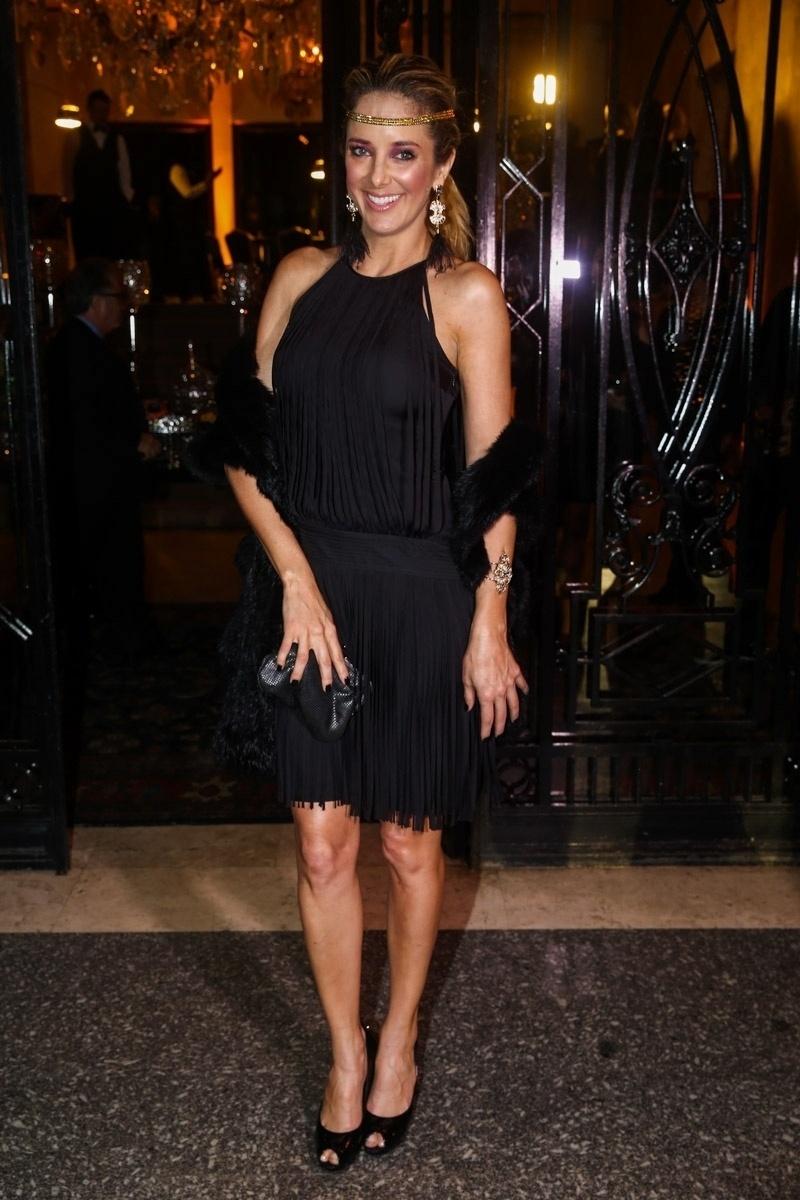 5.jun.2014 - Ticiane Pinheiro escolhe um vestido preto básico para ir à festa de aniversário de Andrea Guimarães, em São Paulo