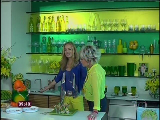 9.jun.2014 - Ana Maria Braga mostra a decoração de sua casa no Rio para Angélica