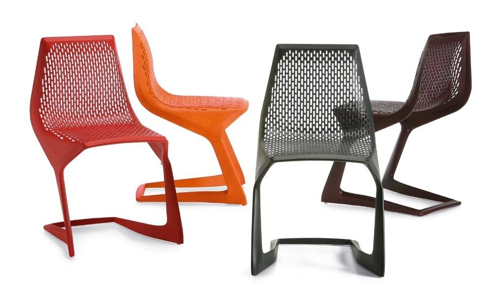 Cadeira Myto - A produção atual do design alemão tem peças inovadoras e de formas simples como a cadeira Myto, criada em 2006 por Konstantin Grcic. O modelo empilhável surgiu de um convite da Basf para que o designer criasse uma peça monobloco em plástico injetado e reforçado com fibra de vidro, totalmente reciclável, da família do polibutileno tereftalato. A cadeira foi apresentada em 2008 pela primeira vez, na Feira Internacional do Móvel de Milão