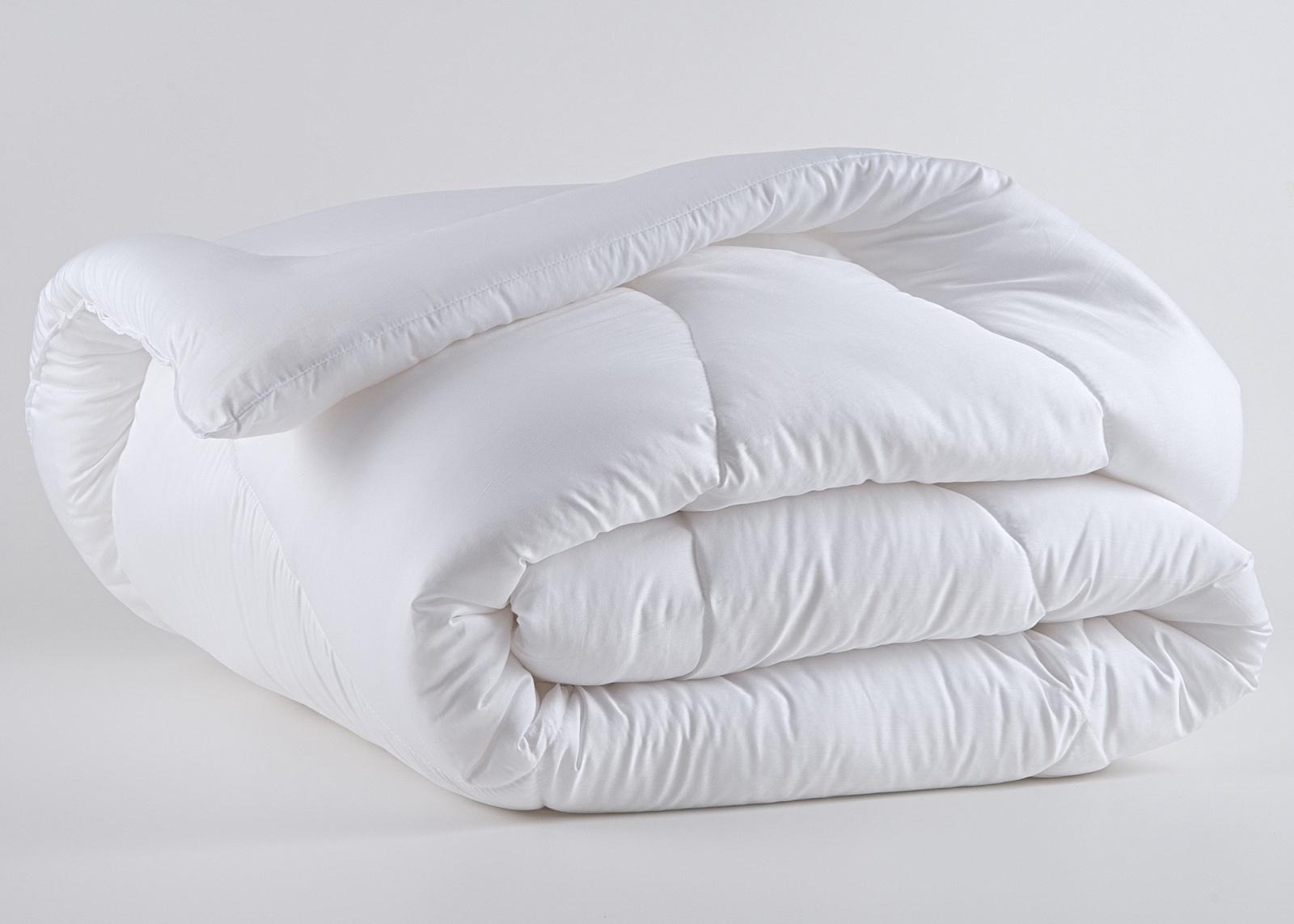 Básico, o edredom padrão casal é feito de algodão egípcio, com enchimento em poliéster. O item está à venda no Mundo do Enxoval (www.mundodoenxoval.com.br) | Consulte o fornecedor para outras informações