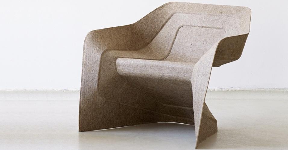 Hemp Chair - Produtos como a Hemp Chair mostram o interesse dos designers alemães em explorar novas matérias-primas. Com inspiração nas cadeiras empilháveis de plástico, a peça desenhada por Werner Aisslinger para a Moroso é produzida a partir de fibras de cânhamo