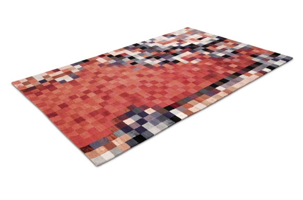 Tapete Pixel Persian - Volker Albus é um dos principais representantes do movimento Novo Design Alemão, que tem como princípio a liberdade criativa, sem as amarras do funcionalismo. Entre suas produções recentes está o tapete Pixel Persian, de 2010