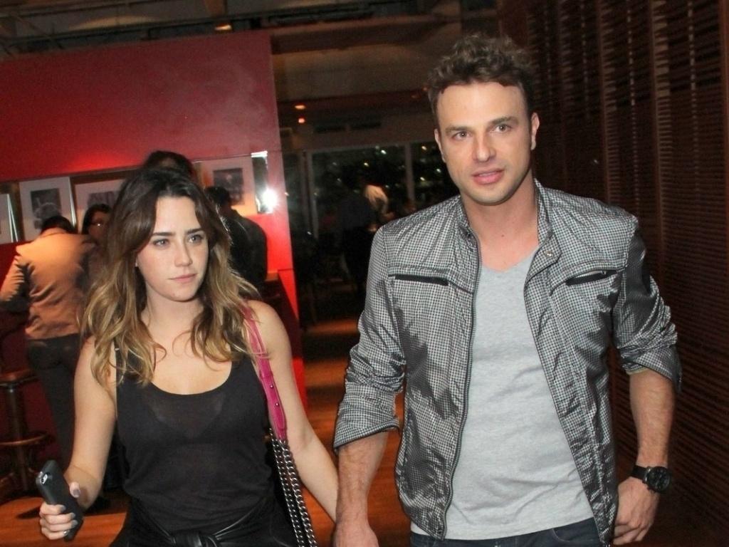 Os atores Fernanda Vasconcellos e Cássio Reis estão juntos desde março de 2013