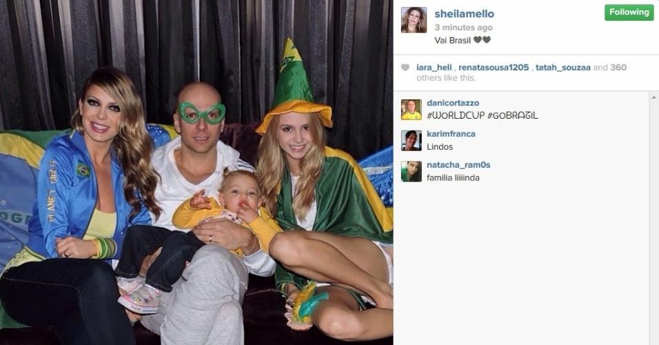 Sheila Mello mostrou foto com o marido, Fernando Sherer, e a filha, Brenda, na torcida pelo Brasil no jogo contra a Croácia na Copa.