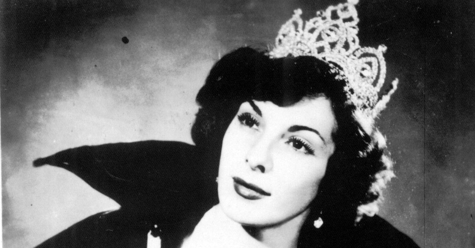 De nome real Victoria de Martino Bonaiute, adotou o nome Marlene, em homenagem à atriz alemã Marlene Dietrich, para que seus pais, extremamente conservadores, não descobrissem que era cantora.