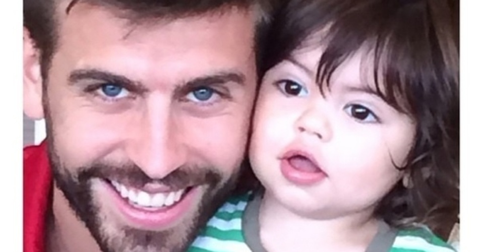 15.jun.2014 - A cantora colombiana Shakira postou em seu Instagram uma foto de Gerard Piqué, seu marido e pai do filho Milan, homenageando o Dia dos Pais, celebrado em alguns países neste domingo.