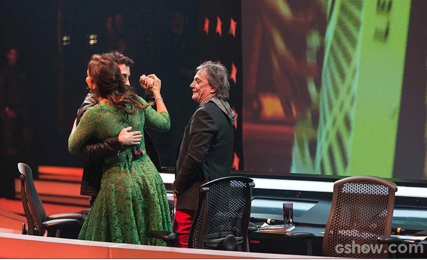 16.jun2014 - Ivete e Dinho dançam juntos durante a apresentação de Luan e Forró Estilizado