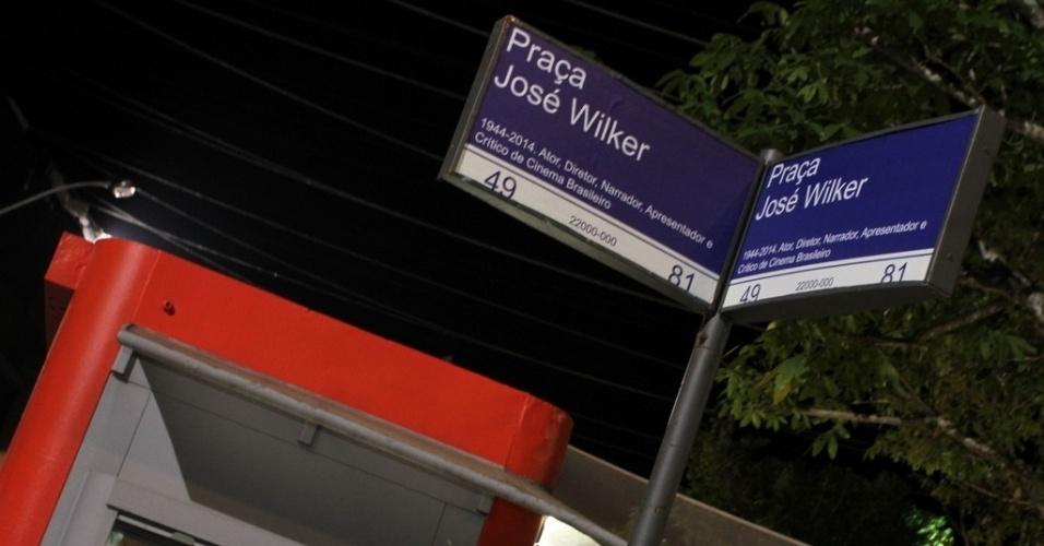 16.jun.2014 - Placa com nome de José Wilker no cenário de