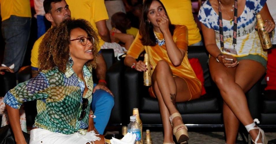 Atriz Sheron Menezes acompanha à partida entre México e Brasil no Rio de Janeiro