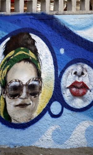 18.jun.2014 - Luana Piovani é homenageada com grafite no Posto 12 do Leblon, na zona sul do Rio. As imagens ficam perto da casa da atriz