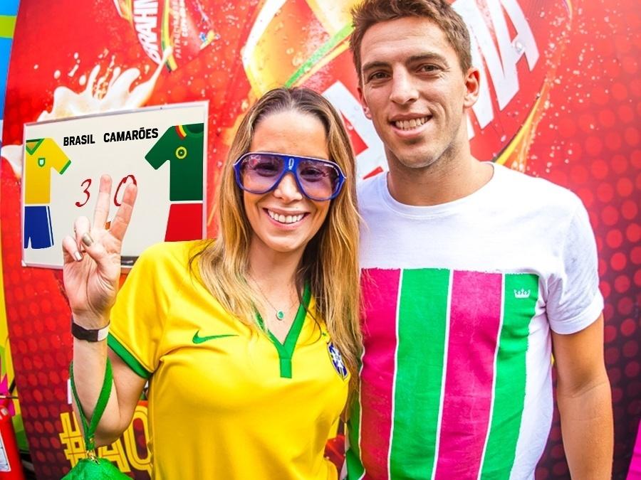 23.jun.2014 - Danielle Winits com o namorado Amaury Nunes. Atriz acredita o Brasil vai mandar o time de Camarões para casa com uma goleada de 4 a 0