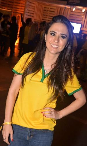 23.jun.2014- Tatá Werneck assiste jogo de Brasil e Camarões no Terraço Lagoa, zona sul do Rio