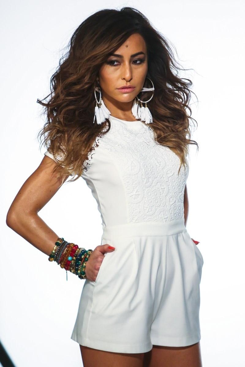24.jun.2014 - Com um vestido branco, Sabrina Sato posa para campanha publicitária de uma marca de roupas feminina, em São Paulo