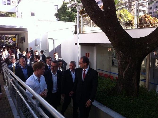 24.jun.2014 - Em Belo Horizonte, Príncipe Harry visita o Minas Tênis Clube, o centro de treinamento que será usado pela equipe britânica nas Olimpíadas de 2016