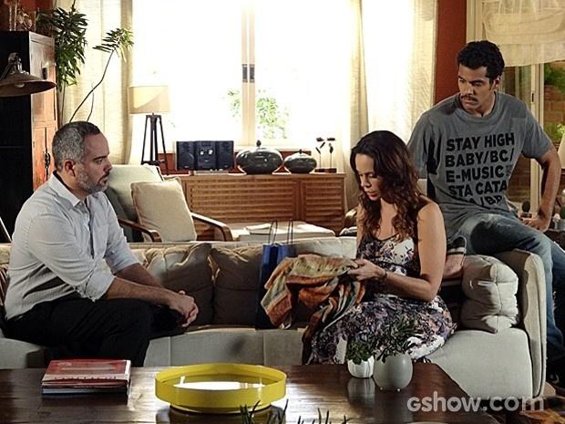 A princípio, Juliana e Jairo não gostam nada da visita do Dr. Gustavo