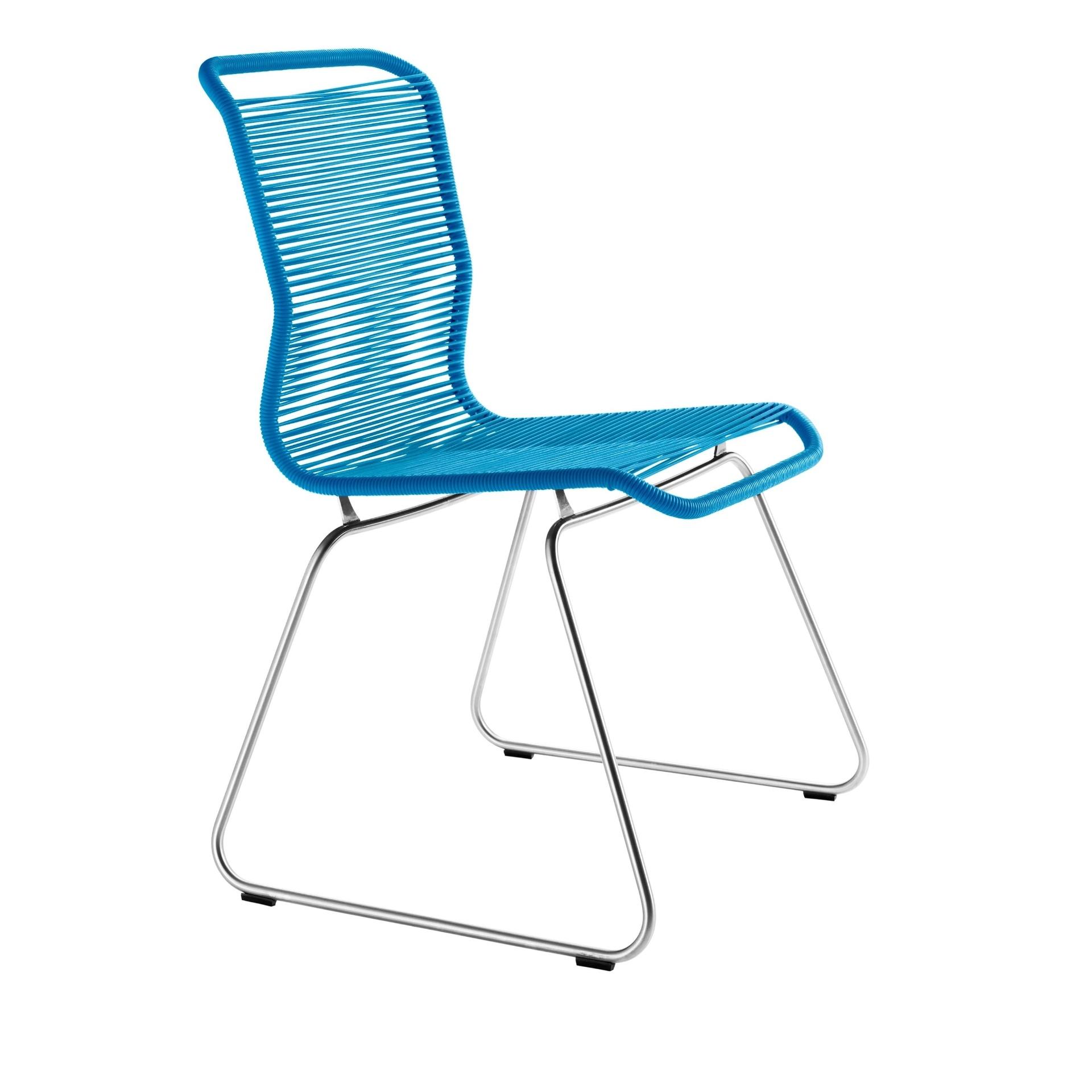 Desenhada pelo designer dinamarquês Verner Panton, em 1955, a cadeira Tivoli tem assento e encosto tecidos por fios de poliuretano, reforçados pelo núcleo de náilon. A peça (84 cm por 42 cm por 47 cm) é fabricada pela marca Montana e vendida pela Scandinavia Design (www.scandinavia-designs.com)