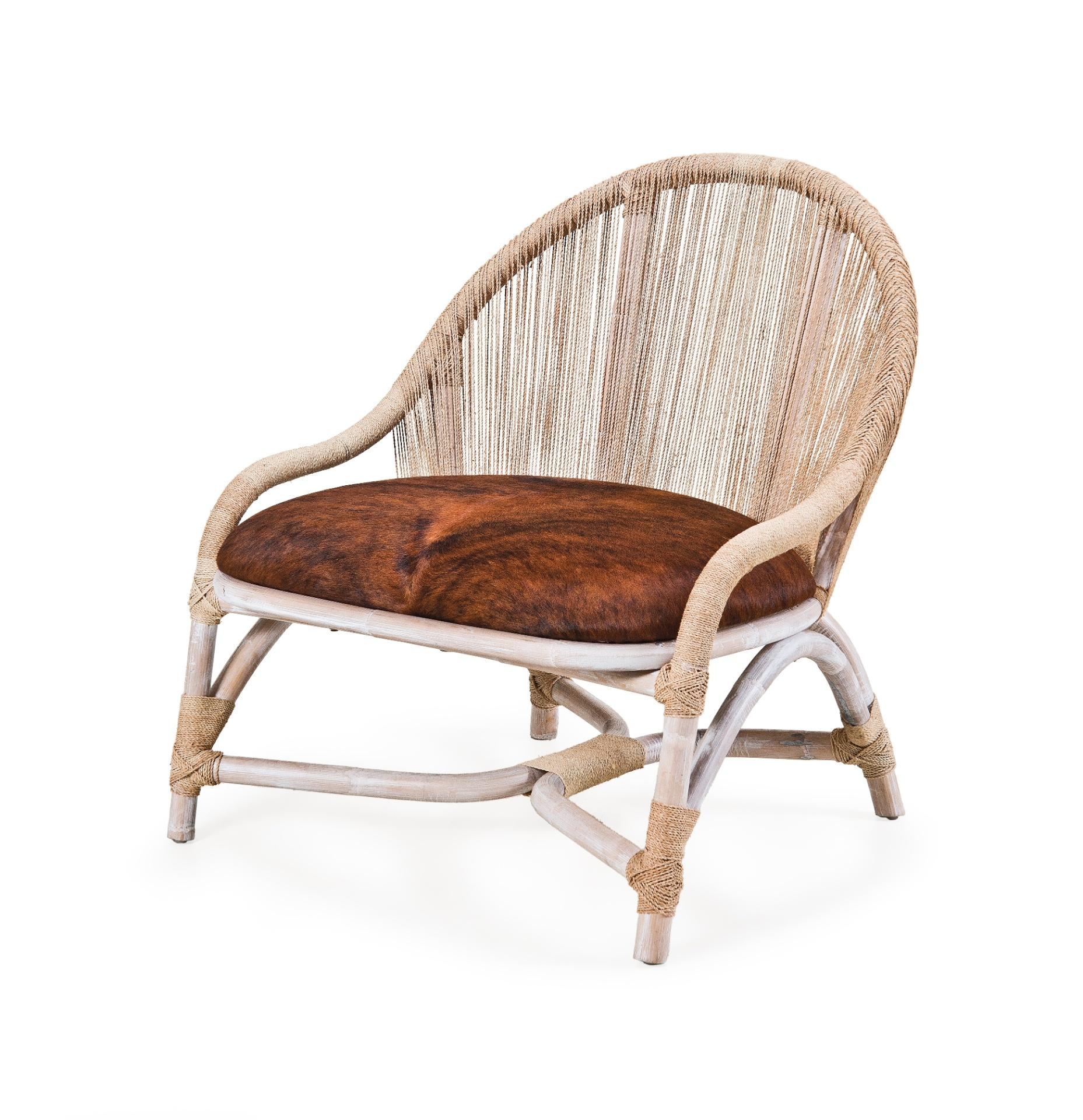O encosto da poltrona Palau é composto por fibras da palmeira buriti. A peça tem ainda base feita de madeira e assento revestido em tecido. O móvel é comercializado na Artefacto B&C (www.artefactobc.com.br) e mede 73 cm por 74 cm por 80 cm