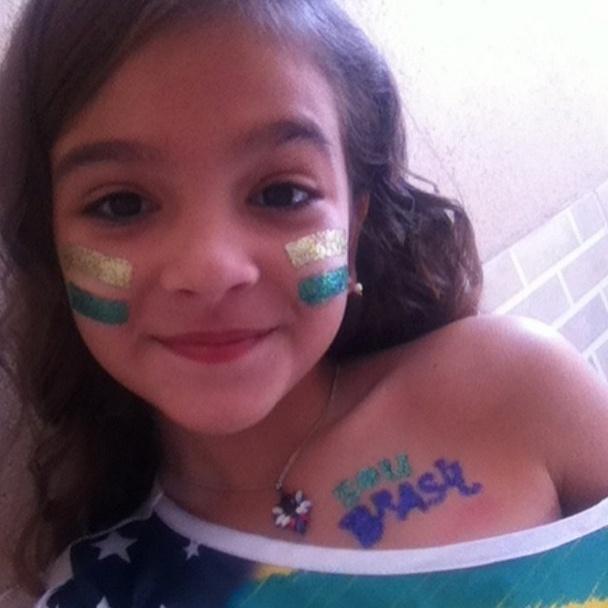 """28.jun.2014 - Mel Maia pinta o rosto para torcer para o Brasil em jogo contra o Chile. """"Vai! Vai! Vai! BRASIL!!!"""", escreveu na legenda da foto"""