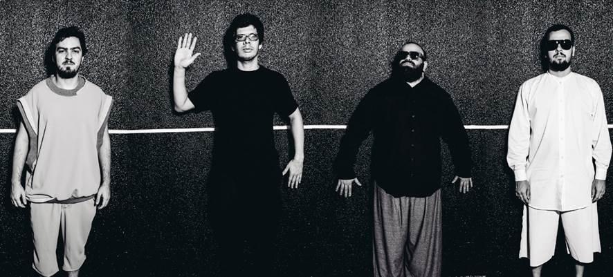 Integrantes da banda Mombojó