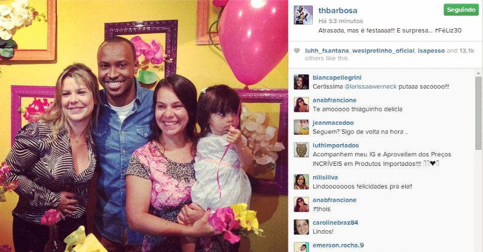 1.jul.2014 - Fernanda Souza ganha festa surpresa na presença do noivo, Thiaguinho, nesta terça-feira. A atriz comemorou seus 30 anos na presença de vários amigos