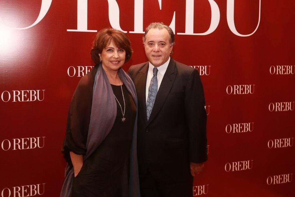 3.jul.2014- Tony Ramos e a mulher Lidiane Barbosa chegam para a festa de