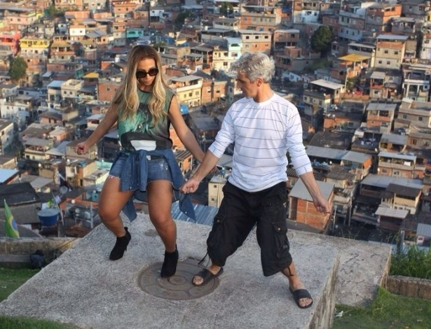 3.jul.2014- Valesca Popozuda dança