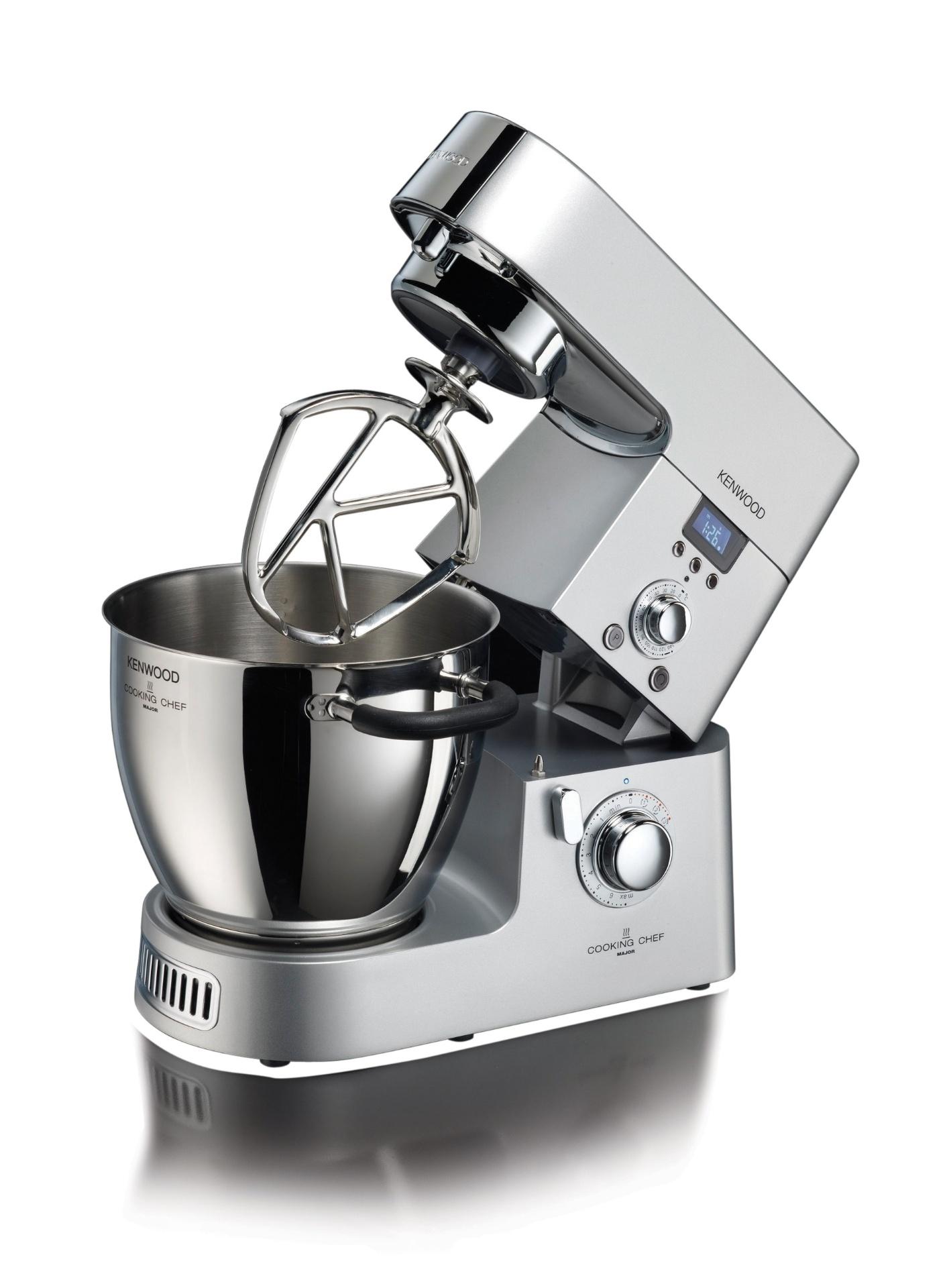 A máquina de cozinha Cooking Chef, da Kenwood (www.kenwoodworld.com), possui um sistema de indução que permite cozinhar pratos a temperaturas que variam de 20ºC a 140ºC. O produto inclui um multiprocessador com seis lâminas, um liquidificador com copo de vidro, cinco batedores em aço inox, um cesto de cozimento a vapor e uma tigela com capacidade para 6,7 l. O valor sugerido é R$ 6.999 I Preços pesquisados em julho de 2014 e sujeitos a alterações