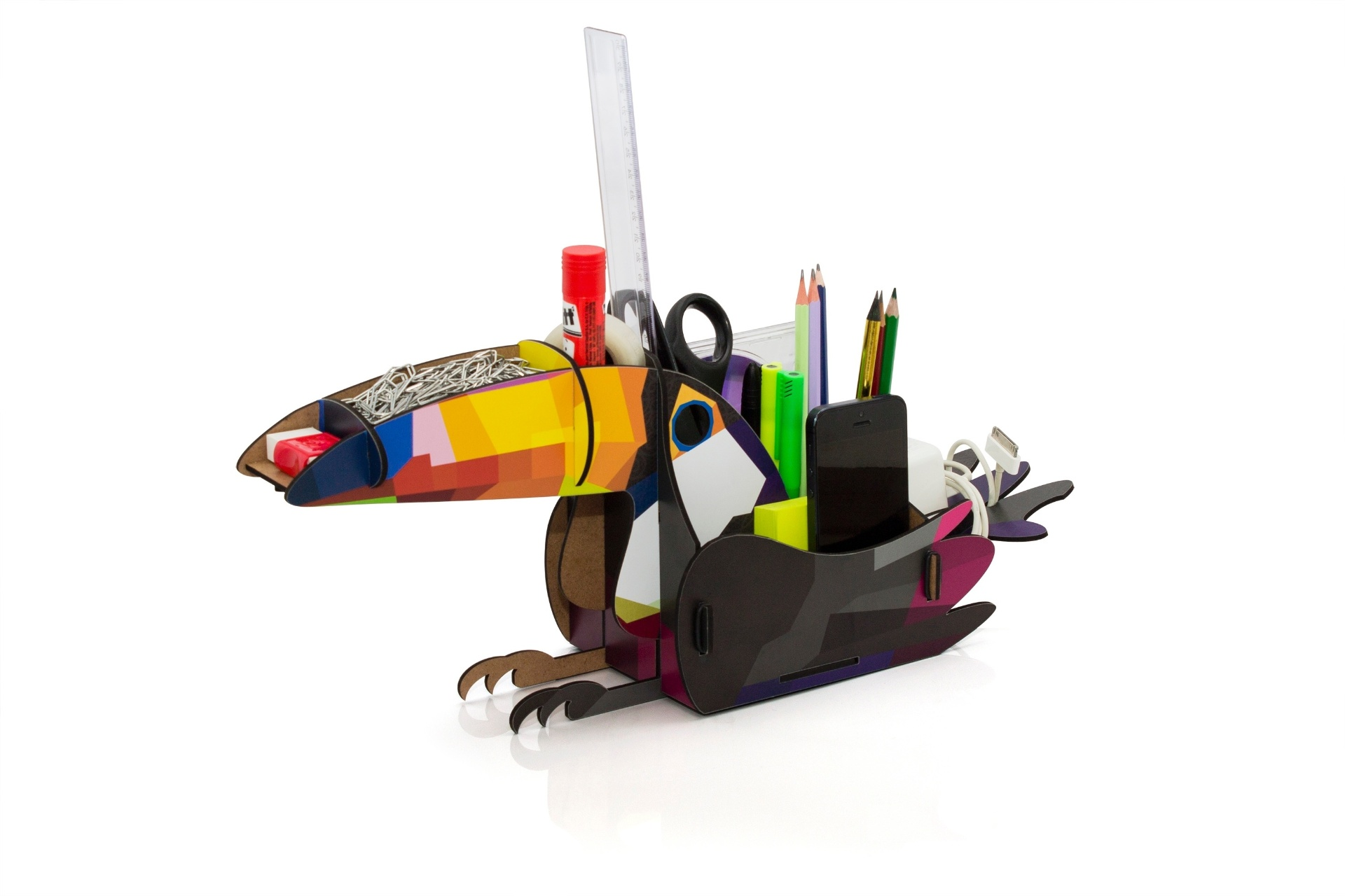 Feito de MDF adesivado, o organizador Tucano mede 27,5 cm por 19,7 cm por 31,5 cm e custa R$ 118 na Pop+Art (www.popmaisart.com.br) I Preços pesquisados em julho de 2014 e sujeitos a alterações