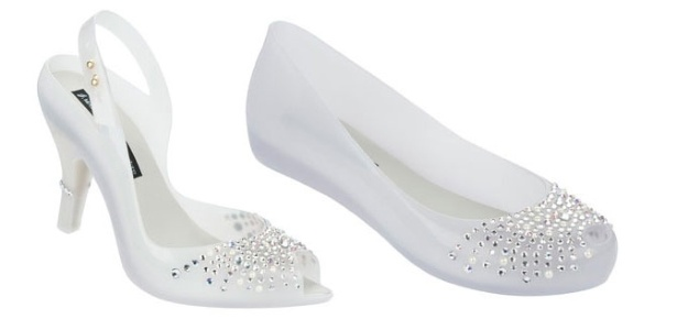 Melissa lança salto e sapatilha em estilo peep toe para noivas