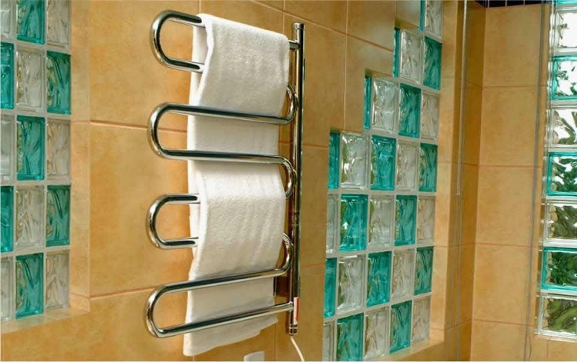 O toalheiro Térmico Nóbile, da Seccare, mantém as toalhas secas e aquecidas e pode ser comprado na Obravip.com (www.obravip.com) por R$ 1.656. O produto mede 75,2 cm por 55,5 cm por 8 cm I Preços pesquisados em julho de 2014 e sujeitos a alterações
