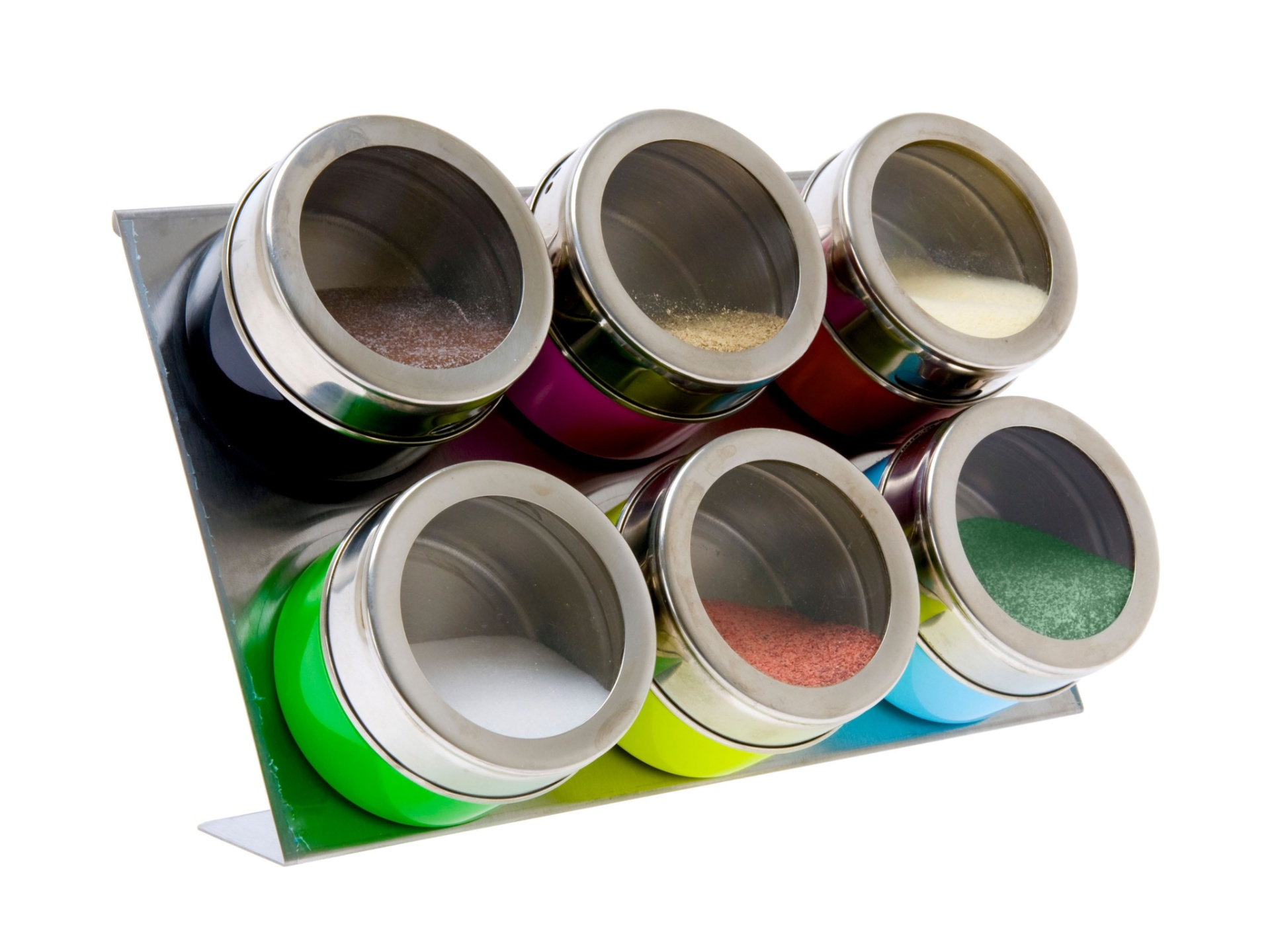 Os potes para temperos em mini latas são feitos de metal, apoiados em uma chapa de ímã. O item para cozinha está à venda na Amora Presentes (www.amorapresentes.com.br) por R$ 137,90 I Preços pesquisados em julho de 2014 e sujeitos a alterações
