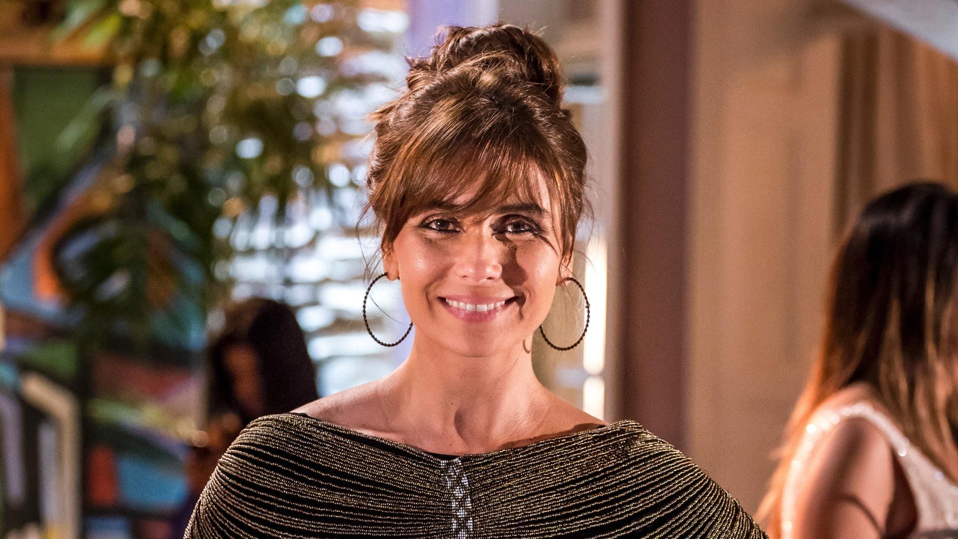Giovanna Antonelli com o esmalte verde de Clara na novela