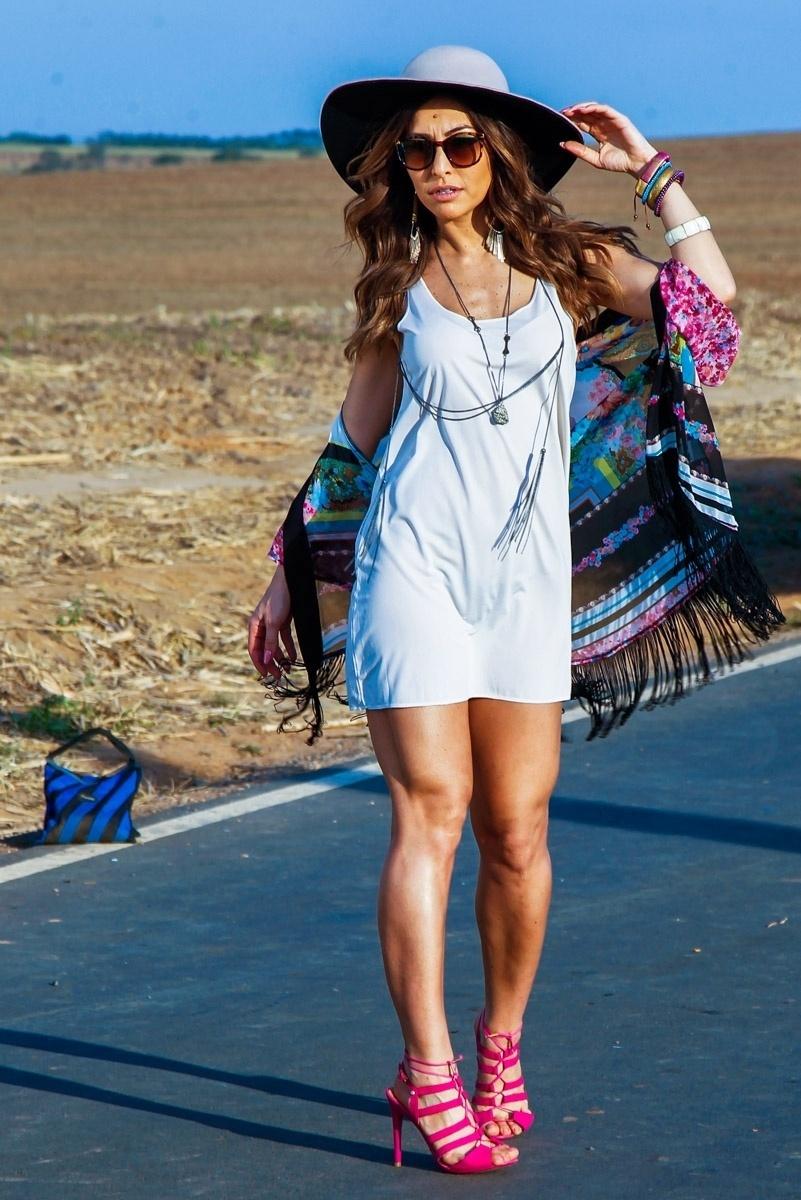 26.jun.2014 - Sabrina Sato fez ensaio para nova coleção de calçados femininos que leva seu nome. As fotos foram feitas numa estrada da cidade de Indaiatuba, em São Paulo