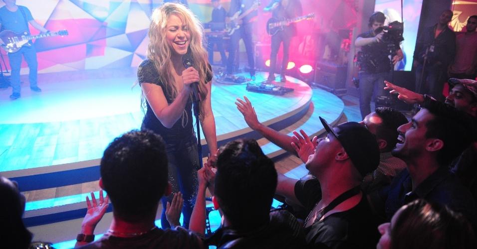 10.jul.2014- Shakira cantou alguns sucessos para uma plateia selecionada de fãs