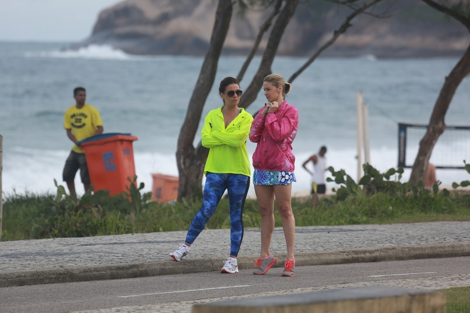 11.jul.2014 - Com roupas de ginástica, Bianca Rinaldi e Giovanna Antonelli, que interpretam Silvia e Clara, gravam cenas de