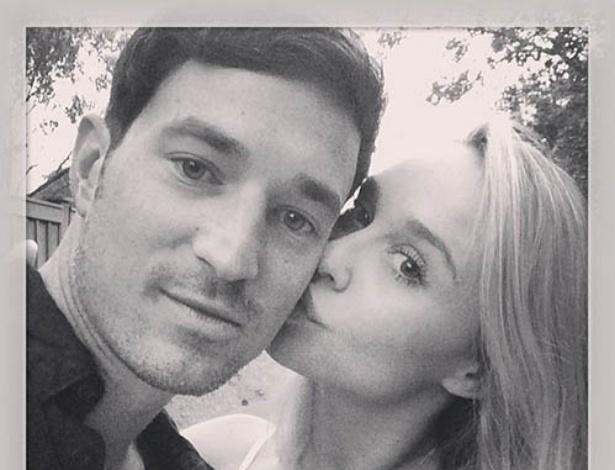 Becca Tobin e Matt Bendik em foto publicada pela atriz em seu Instagram