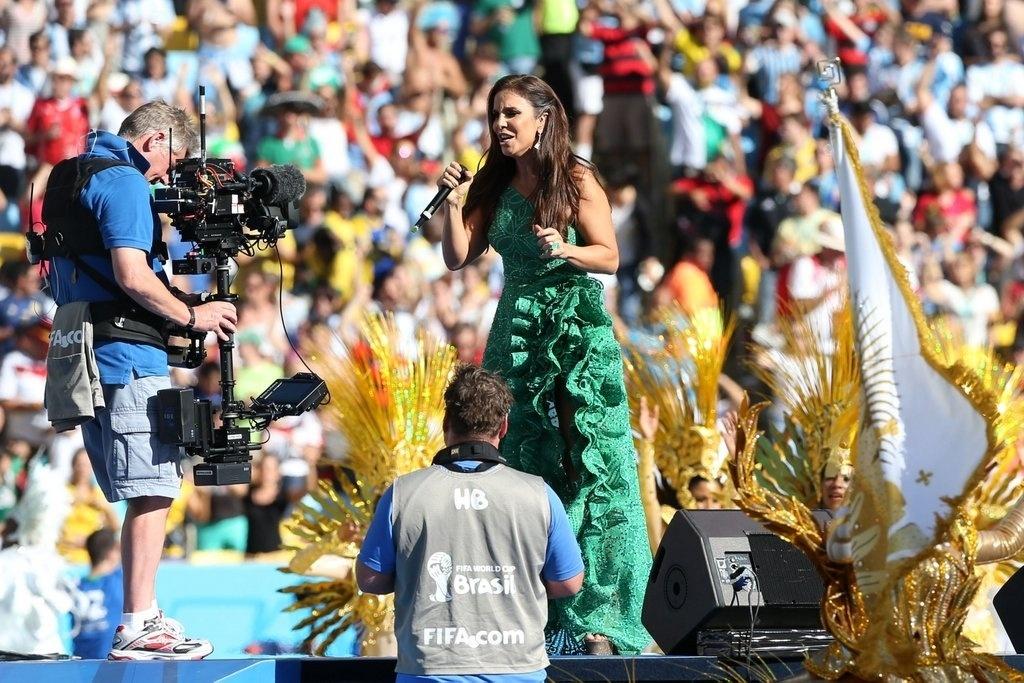 13.jul.2014 - Ivete Sangalo usou vestido Martha Medeiros em festa de encerramento da Copa