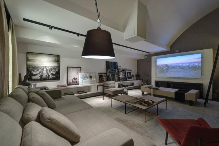 decoracao de interiores home theater:aparador marcam a decoração do Home Theater, uma criação de
