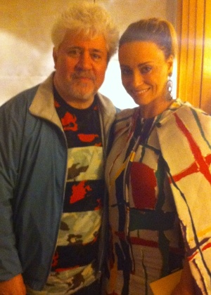 http://imguol.com/c/entretenimento/2014/07/16/o-diretor-de-cinema-pedro-almodovar-posa-com-a-atriz-brasileira-suzana-pires-1405543249049_300x420.jpg