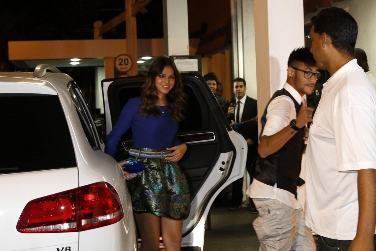 18.jul.2014 - Ao lado de Neymar, Bruna Marquezine chega para assistir o último capítulo de