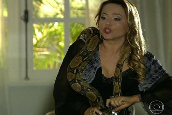 18.jul.2014 - Shirley fica agressiva ao ouvir falar do casamento de Laerte e diz que não sabe se vai à cerimônia