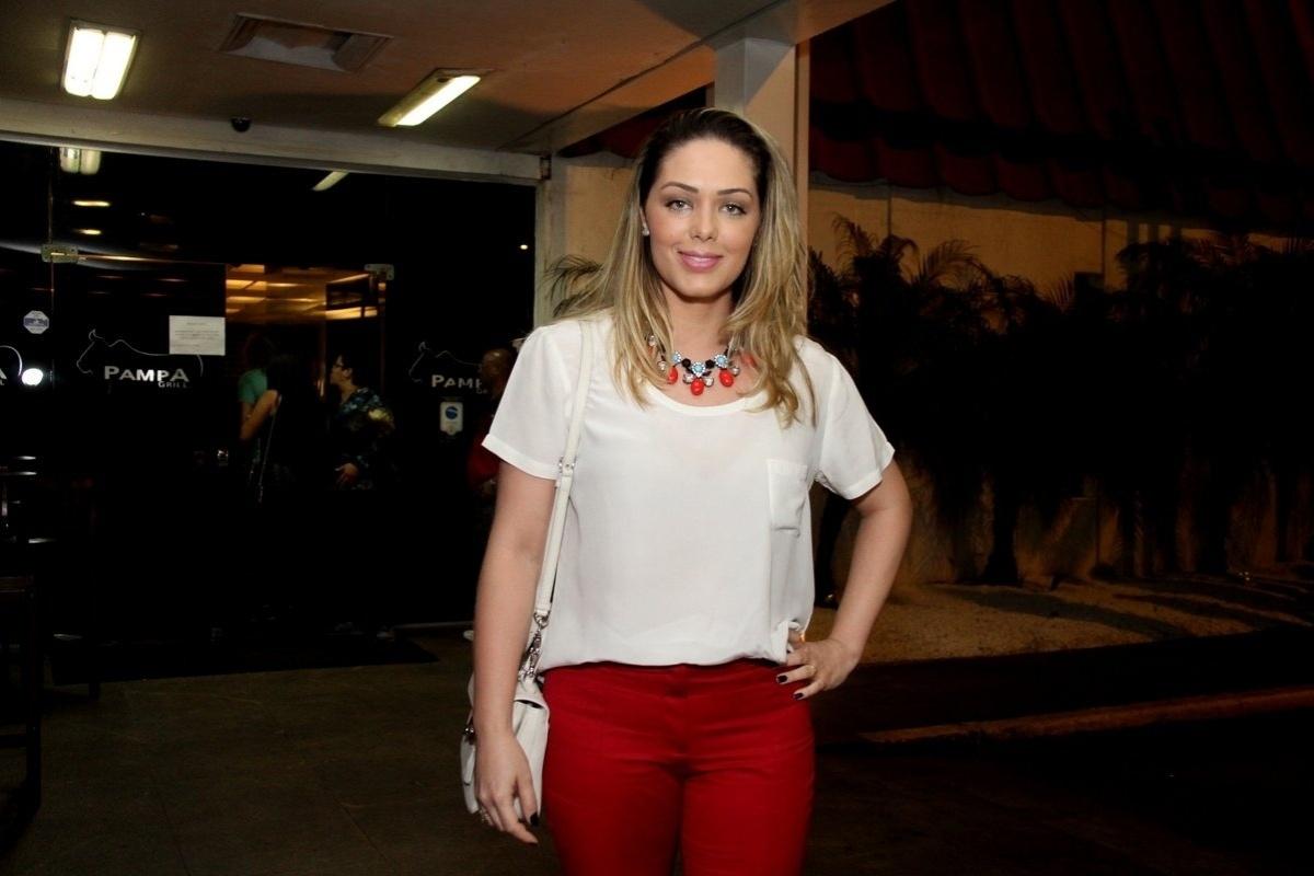18.jul.2014 - Tânia Mara chega para conferir o último episódio de