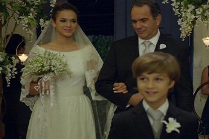 18.jul.2014 - Virgílio conduz Luiza ao altar