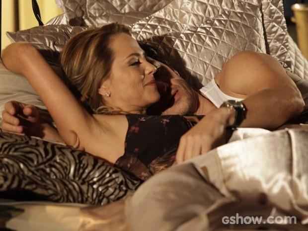 Shirley e Laerte dormem juntos