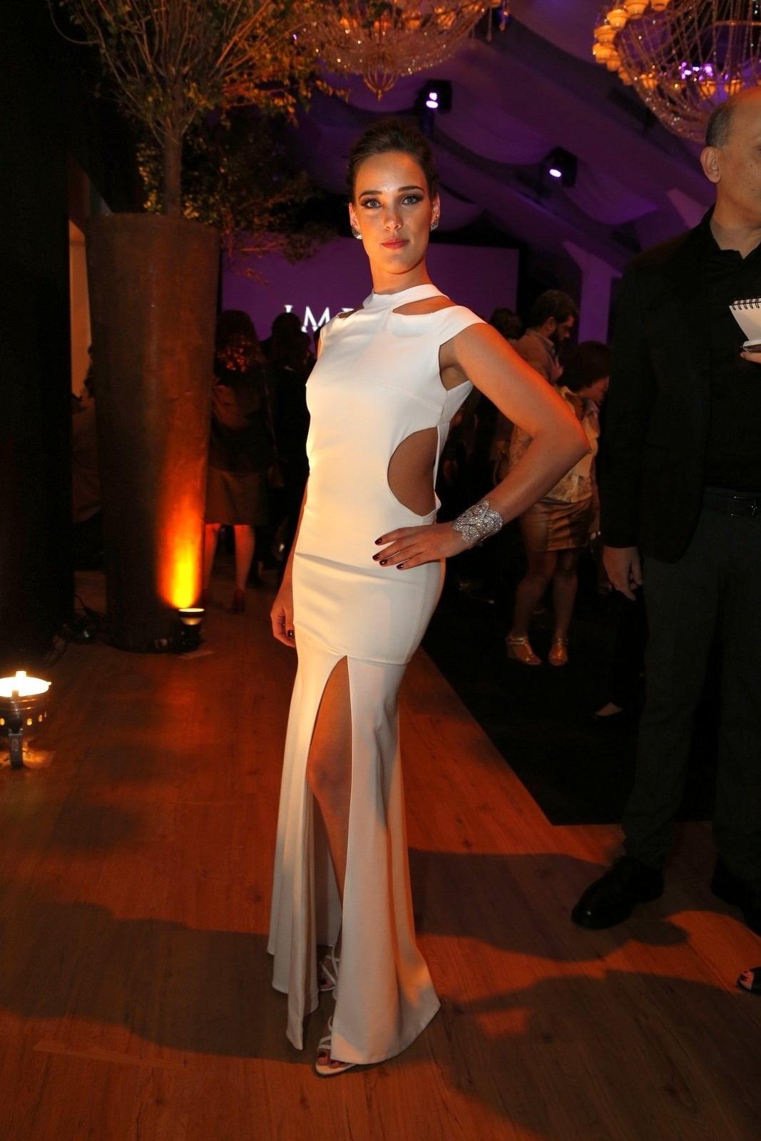 19.jul.2014 - Adriana Birolli prestigiou a festa de lançamento da novela