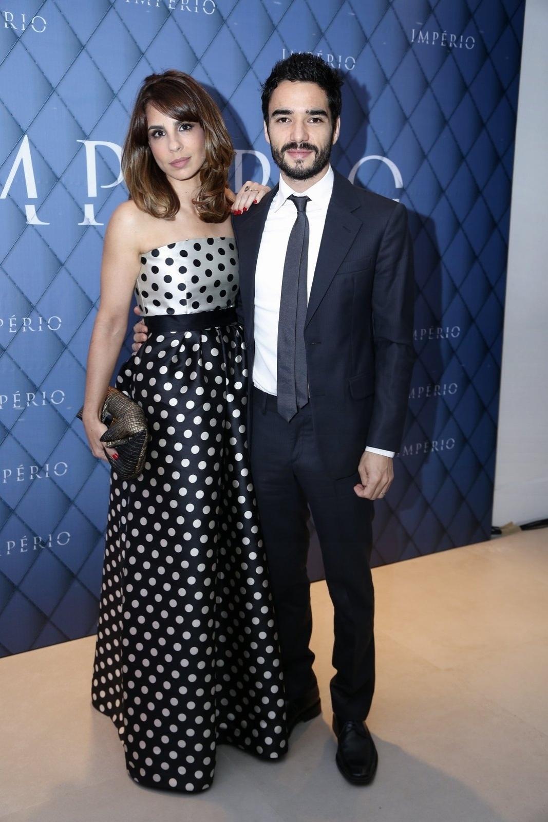 19.jul.2014 - Caio Blat e Maria Ribeiro prestigiaram a festa de lançamento da novela