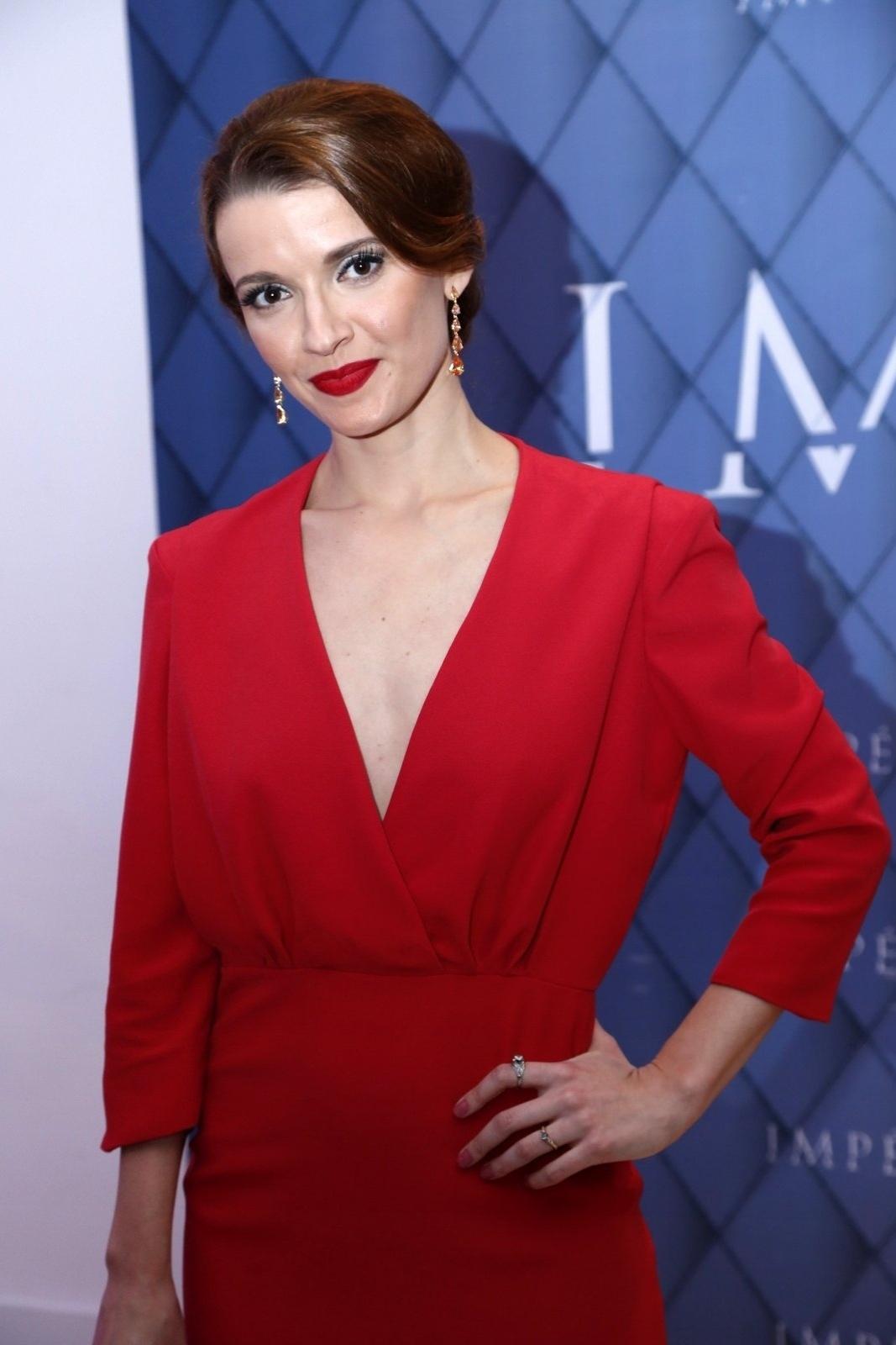 19.jul.2014 - Julia Fajardo prestigiou a festa de lançamento da novela
