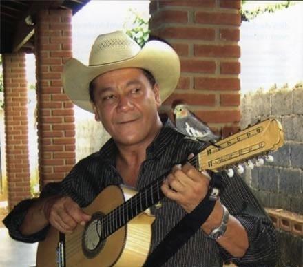 Cantor Valdomiro Neres Ferreira, mais conhecido como Goiano