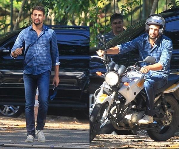 22.jul.2014 - Cauã Remoynd é flagrado durante aula de moto em autoescola na Barra da Tijuca, zona oeste do Rio de Janeiro